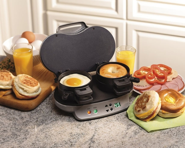 hamilton-beach-25490a-dual-breakfast-sandwich-maker1.jpg