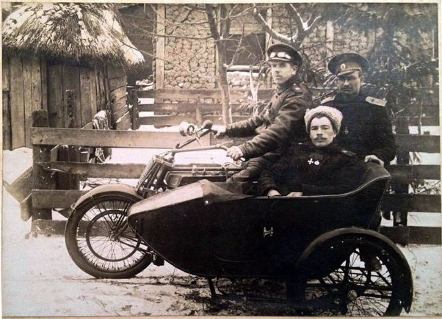 Russianswiththeirmotorbikesfrombetweenthe1900to1910s28129.jpg