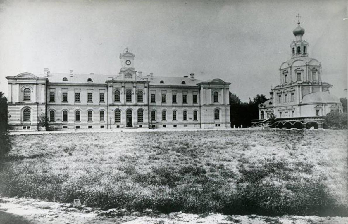 Здание аудиторий и библиотеки и домовая академическая церковь.jpg
