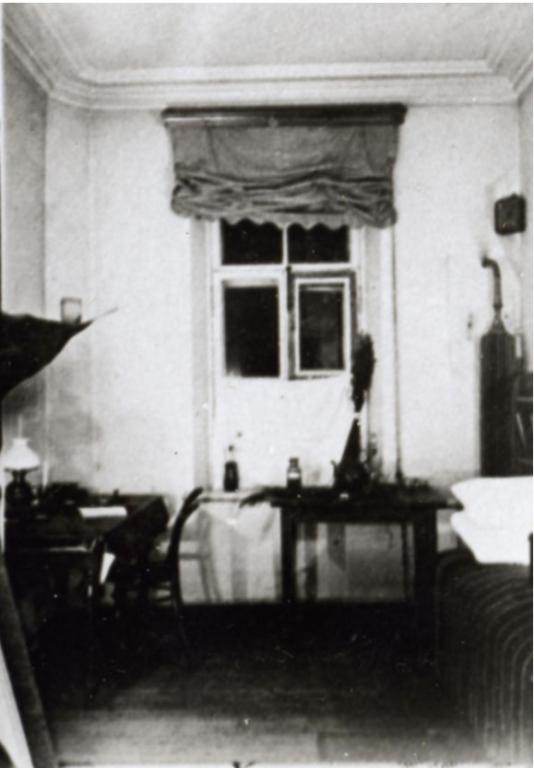 Комната студента в общежитии Петровской академии 1890-е годы.jpg