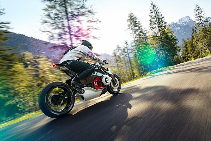 BMW-Motorrad-Vision-DC-Roadster-Motorcycle-5.jpg