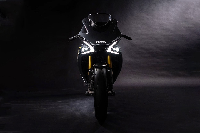 Damon-Motorcycles-Hypersport-Premier-Arctic-Sun-and-Midnight-Sun-2.jpg