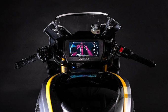 Damon-Motorcycles-Hypersport-Premier-Arctic-Sun-and-Midnight-Sun-4.jpg
