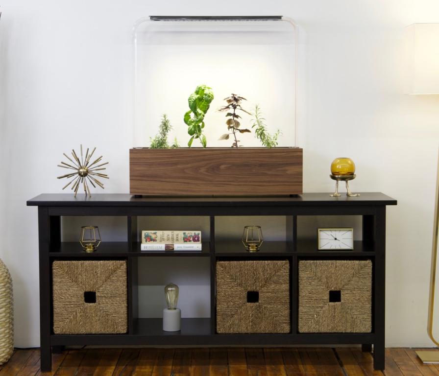 professional_grade_automatic_indoor_garden_for_growing_vegetables_04.jpg