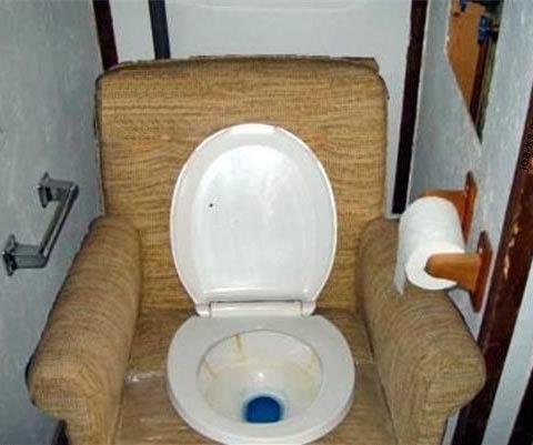 redneck-couch-toilet-s480x401-348203-1020[1].jpg