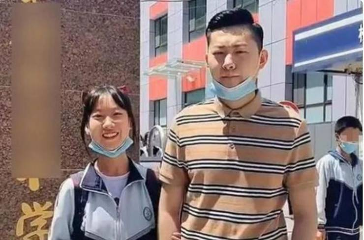 this_chinese_father_looks_more_like_his_15yearold_daughters_boyfriend_640_04.jpg