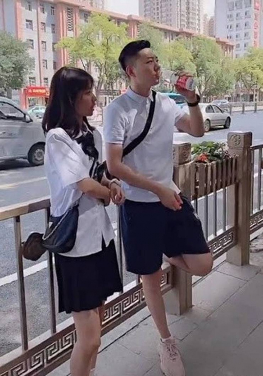 this_chinese_father_looks_more_like_his_15yearold_daughters_boyfriend_640_high_02.jpg