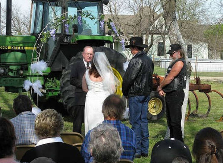 weddings_can_get_real_awkward_640_03[1].jpg